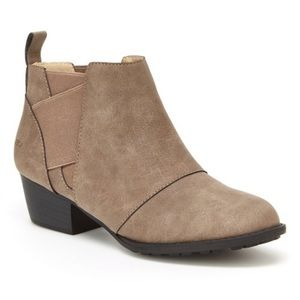 NEW JBU Taupe Emery Ankle Boot